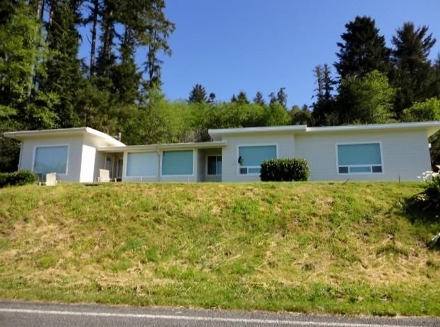 11886 Oceanview Dr, Smith River, CA 95567