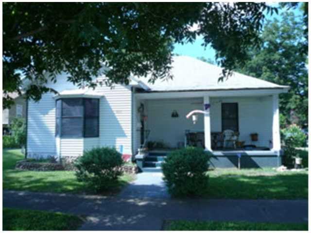 407 First St Smithville, TX 78957