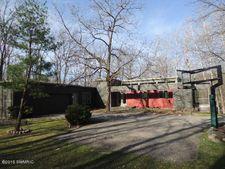 107 Honey Creek Ave Ne, Ada, MI 49301