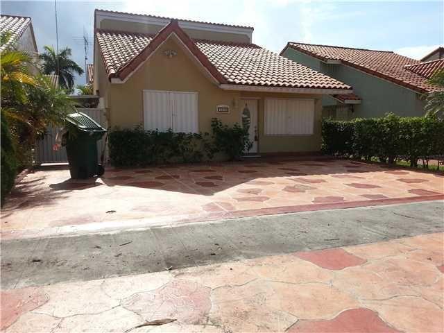 8876 NW 108th Ln Hialeah Gardens, FL 33018