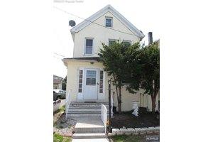 22 Tuttle St, Wallington, NJ 07057