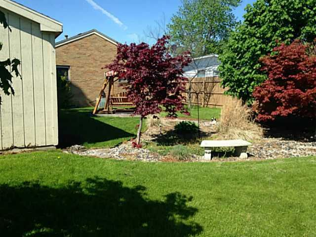 126 Vineyard Dr, Rossford, OH 43460