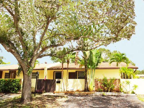 13822 Kendale Lakes Dr, Miami, FL 33183