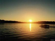 61 Vails Lake Shore Dr, Brewster, NY 10509