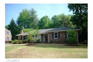 2 Great Castle Ct, Greensboro, NC 27455