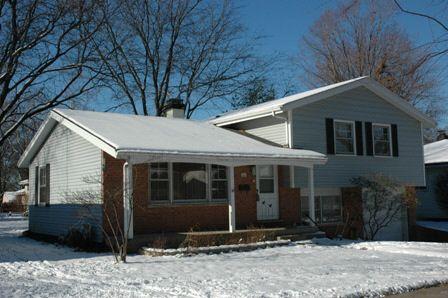 1354 Blackhawk Dr, Elgin, IL