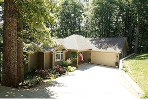 704 Forest Lawn Dr, Moneta, VA 24121