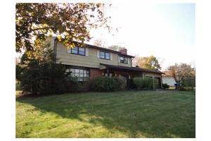 98 Hidden Lake Dr, North Brunswick, NJ 08902
