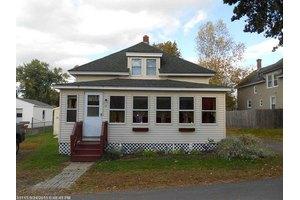 12 Robinson St, Fairfield, ME 04937