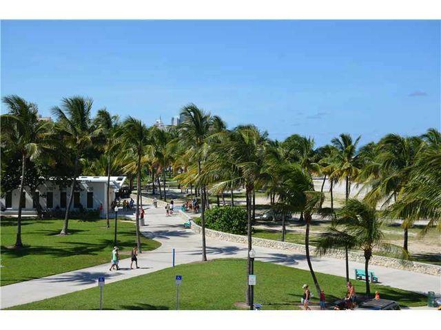 Ocean Dr Miami Beach Fl  M
