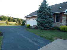 3 Saratoga Ct, Easton, PA 18040