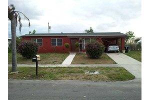 813 Small Dr, Lakeworth, FL 33461