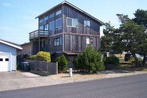 1007 NW Lake St, Newport, OR 97365