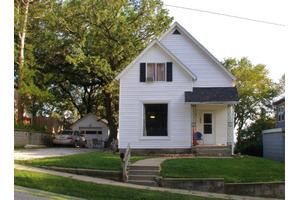 327 Lawton Ter, Council Bluffs, IA 51503