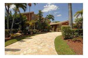 509 Holiday Dr, Hallandale, FL 33009