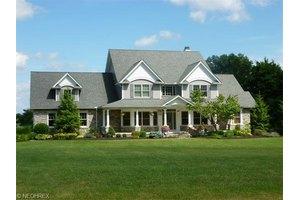 17375 Belmont Ln, Chagrin Falls, OH 44023