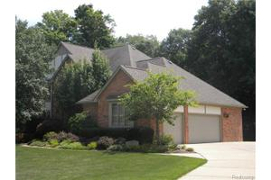 4514 Wintergreen Dr, Troy, MI 48098