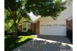 16 Country Bluff Ct, St Charles, MO 63301