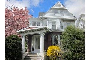302 Summit Ave, Mount Vernon, NY 10552