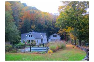 25 Woodlands Ln, Newfane, VT 05345