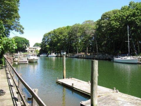 1325 Gull Pond Ln, Greenport, NY