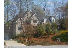 140 Osprey Ct, Belews Creek, NC 27009