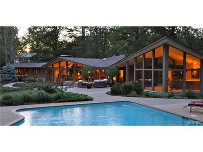 1300 Log Cabin Ln, Saint Louis, MO