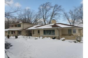 11300 N Lakeview Pl, Mequon, WI 53092