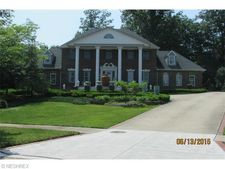 4505 Valley Woods Dr, Independence, OH 44131