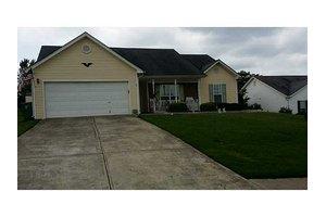 225 Bayou Ln, Winder, GA 30680