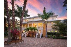 163 Siesta Dr, Sarasota, FL 34242