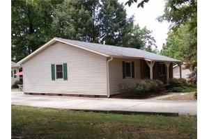 4 Belfast Ct, Greensboro, NC 27406