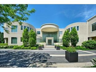 2700 Point Lane, Highland Park, IL.