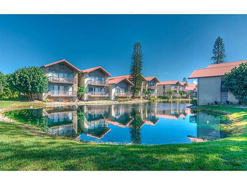 1075 Lake House Cir Unit 101 Sarasota, FL 34242