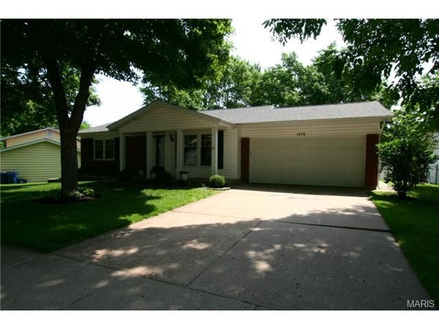 1576 Redcoat Dr Maryland Heights, MO 63043