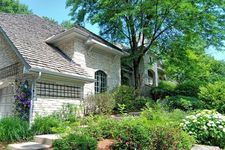 105 Oak Ridge Dr W, Burr Ridge, IL 60527