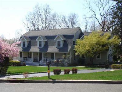 6 Rolyn Hills Dr, Orangeburg, NY