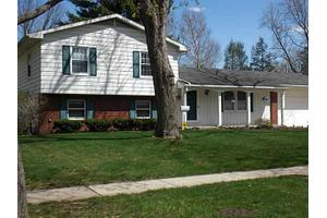 2332 Country Squire Ln, Toledo, OH 43615