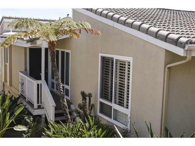 205 Turf View Dr, Solana Beach, CA 92075