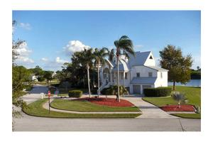 2118 Harbour Watch Dr, Tarpon Springs, FL 34689