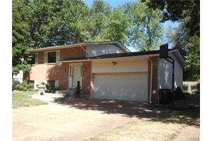 8834 Pardee Rd, St Louis, MO 63123