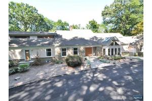 41-45 Kristen Pl, Old Tappan, NJ
