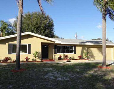 13881 Dominica Dr, Seminole, FL