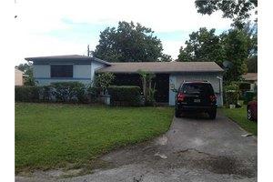 960 NE 152nd St, Miami, FL 33162