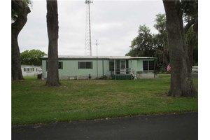4612 6 Mile Pond Rd, Zephyrhills, FL 33541