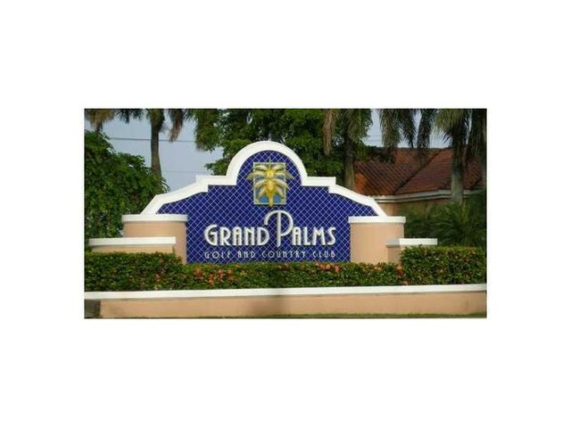 15872 sw 14th st pembroke pines fl 33027 5 beds 3 for 14th and grand salon