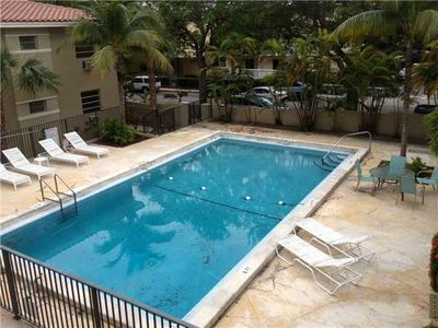 125 Edgewater Dr Apt 3, Coral Gables, FL