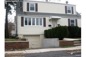 542 Prospect Pl, Lyndhurst, NJ 07071