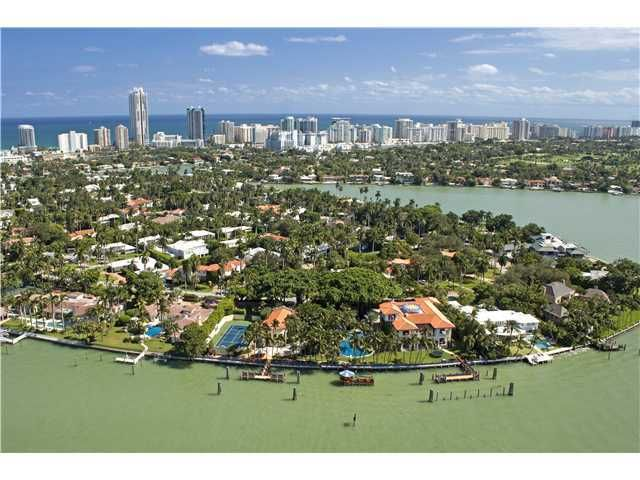 La Gorce Circle On An Island Off Miami Beach