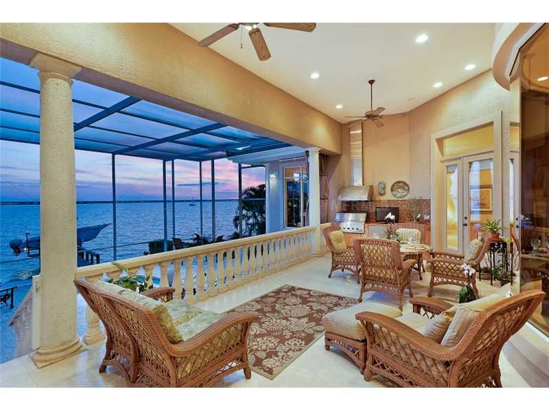 910 Whitakers Ln, Sarasota, FL 34236